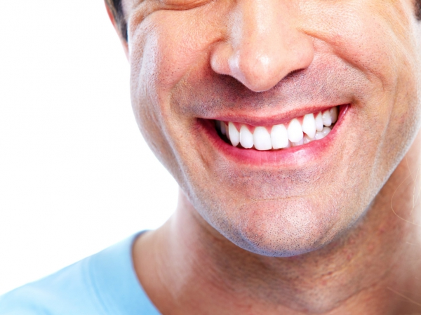 Плюсы и минусы отбеливания зубов