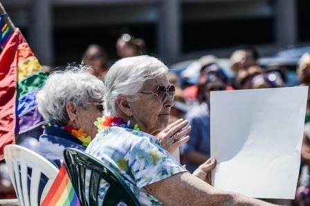 Пожилые геи и лесбиянки чаще гетеросексуалов испытывают проблемы со здоровьем