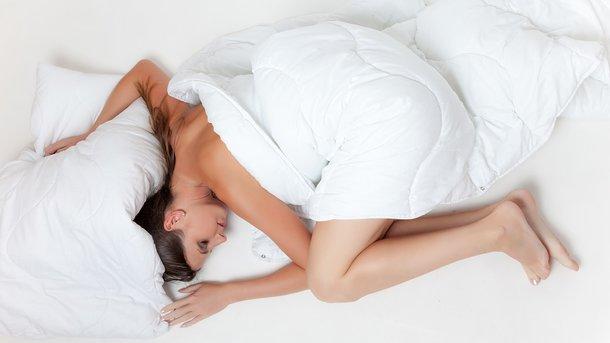 Пять главных причин, почему лучше спать без одежды