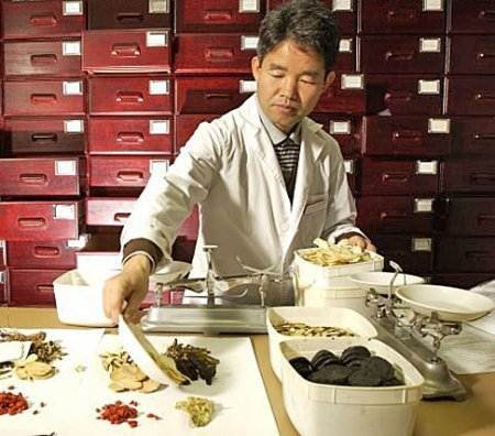 Сингапур выделяет миллионы долларов на развитие традиционной китайской медицины