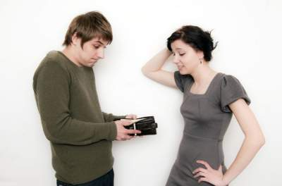 Психологи выяснили, какие действия жены делают мужчину»финансовым импотентом»