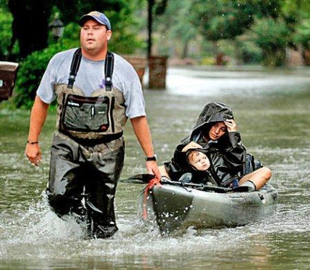 Эксперты говорят, что наводнения в Техасе создают уникальные риски для здоровья