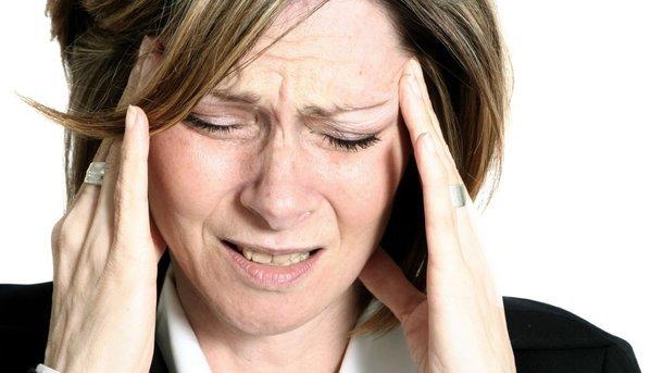 Почему по утрам болит голова: ТОП-7 основных причин