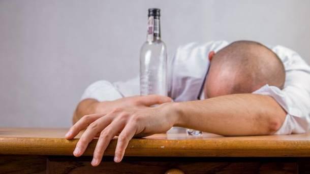 Отравление алкоголем: симптомы, первая помощь, профилактика