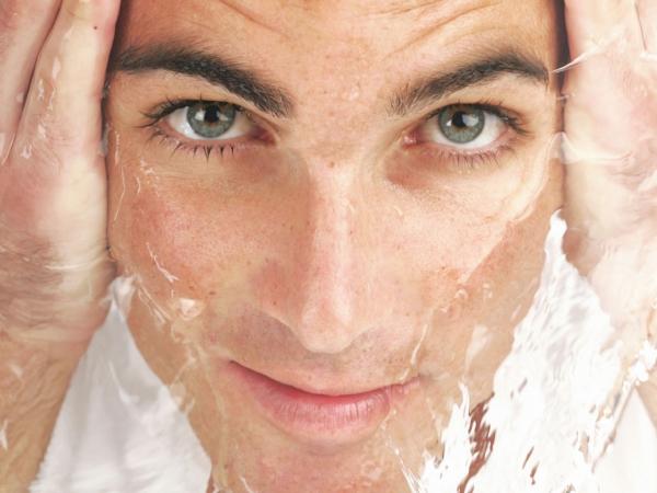 Как мужчины борются с признаками старения на лице? Антивозрастные средства для мужчин