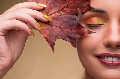 Косметологи напомнили, как ухаживать за кожей осенью