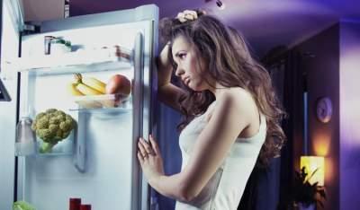 Чем действительно опасны ночные набеги на холодильник
