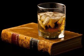 Прочитал — выпил — запомнил: неожиданное влияние алкоголя на память и обучение
