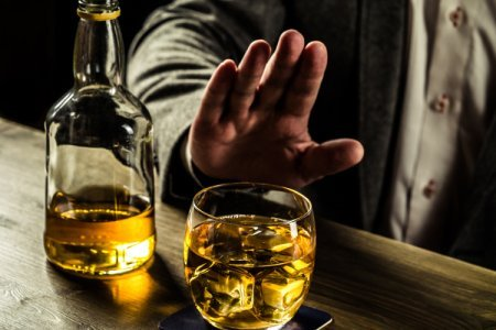 Ученые: алкоголь полезен для пожилых людей
