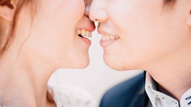 Какие болезни передаются через поцелуи: ученые предупреждают об опасности