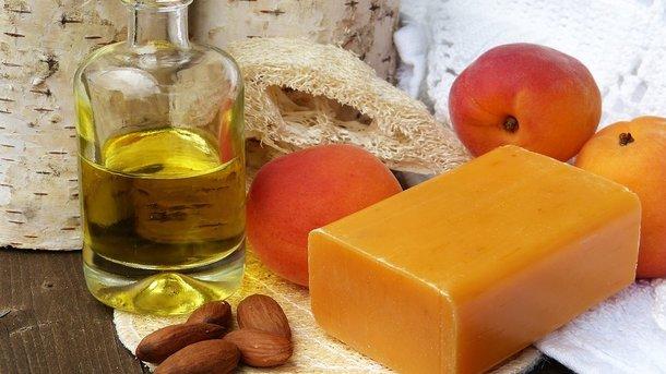Ученые назвали удивительные свойства хозяйственного мыла в быту и для красоты