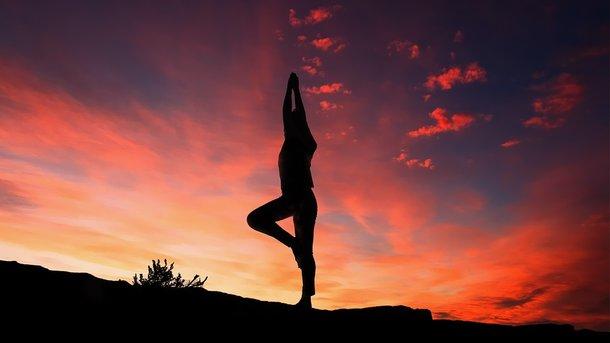 Йога и медитация улучшают работу мозга – ученые