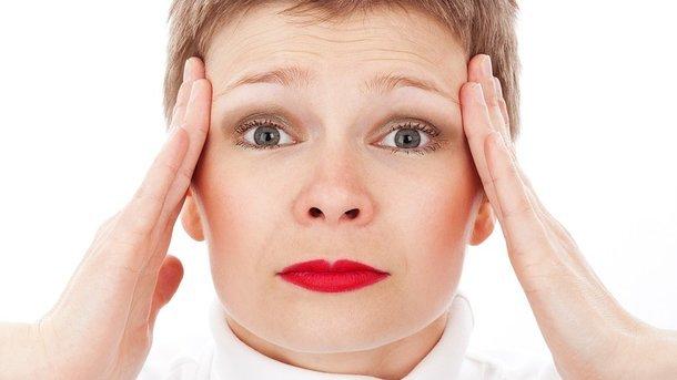 Головная боль по утрам: врачи назвали основные причины