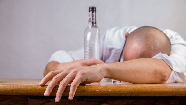 Мужской алкоголизм намного опаснее женского – ученые