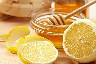 Выбираем лучшее лекарство для горла: мед, лимон или алкоголь?