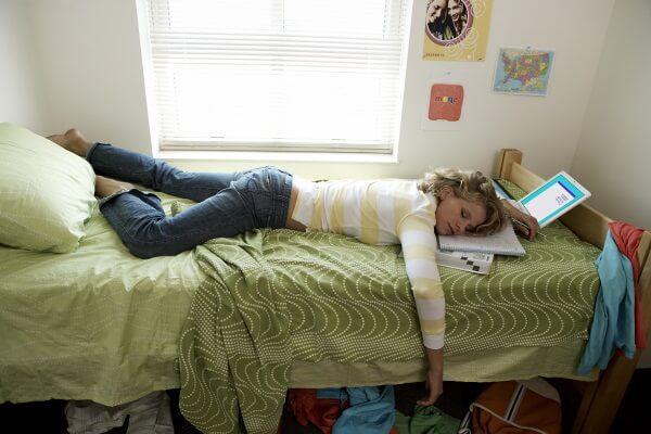 Почему вредно спать днем?