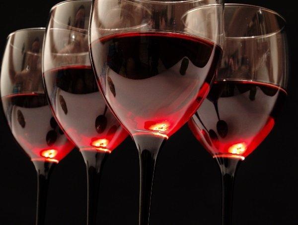 Красное вино защищает от гингивита и периодонтита