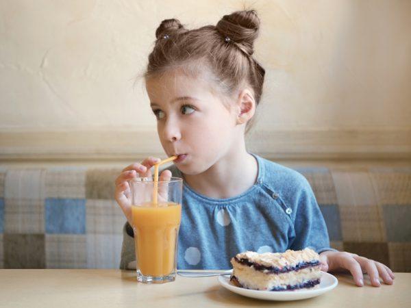 Фруктовые соки признаны вреднее пирожных?