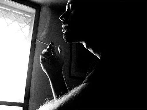 Курящий мужчина — риск выкидыша в семье