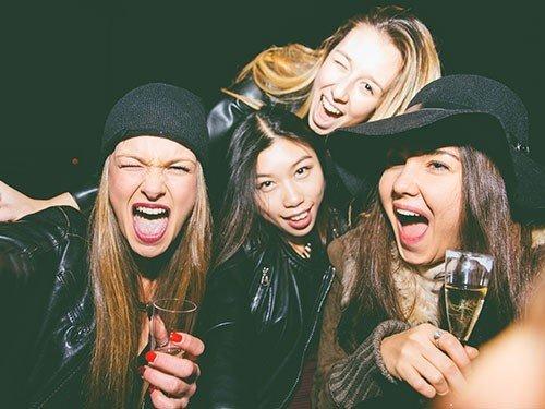 У девочек-подростков, которые часто напиваются, нарушается формирование костей