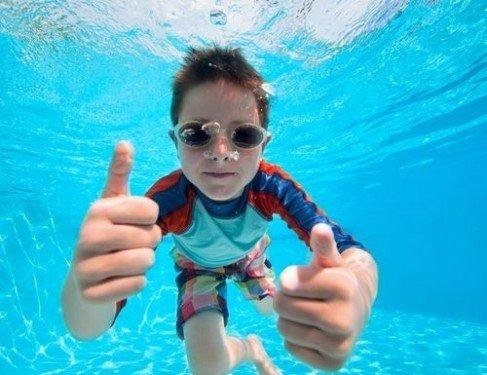 Нужно ли делать перерыв между едой и купанием?