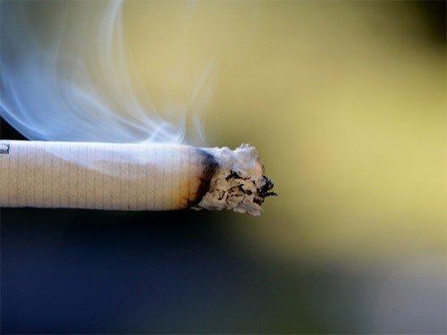 Ученые узнали, почему курильщики чаще болеют простудой