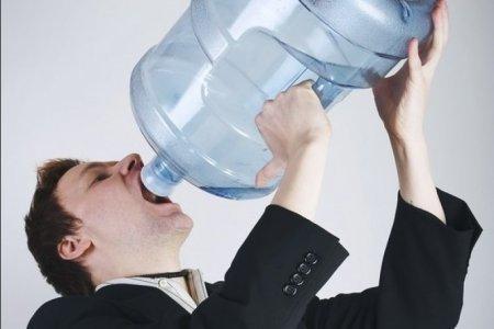 Офисным работникам зимой нужно больше пить