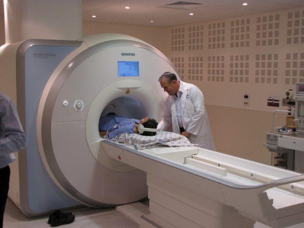 МРТ почек: показания, как проводится исследование.