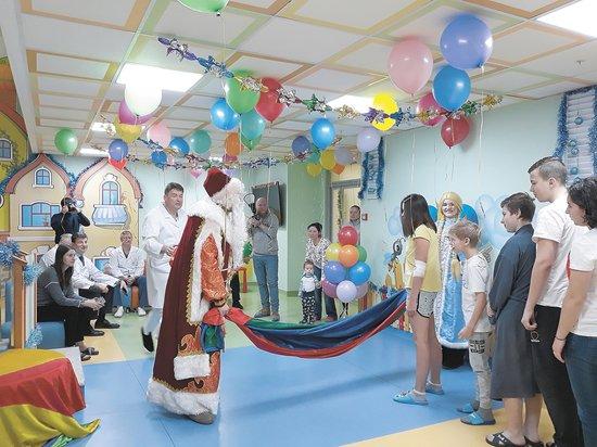 Вдетское отделение НИИ урологии иинтервенционной радиологии заглянул Дед Мороз