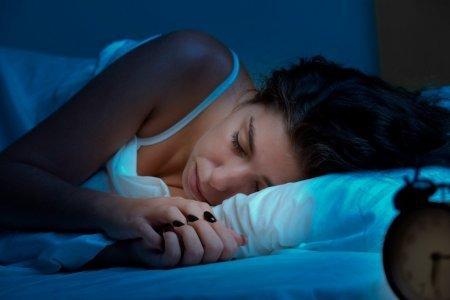 Спать менее шести и более восьми часов в сутки вредно для сердца