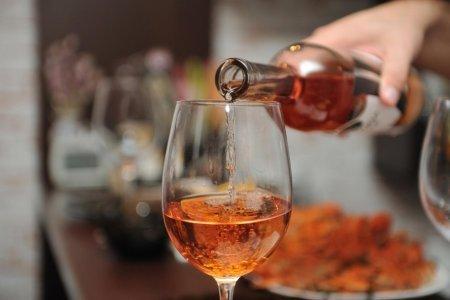 Умеренно пьющие люди болеют реже пьяниц и трезвенников