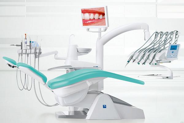 Современная стоматологическая установка.