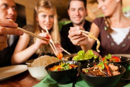 Разделим ужин? Общение во время еды помогает похудеть