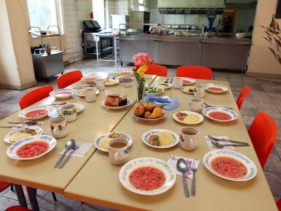 Что накормит школьников Кузбасса: голодные обмороки детей прекратят льготы