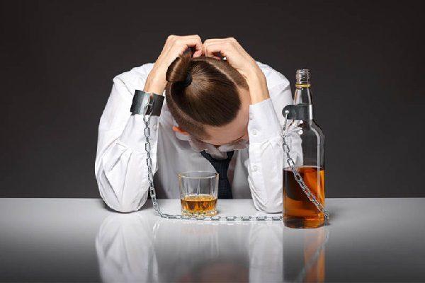 11 признаков, которые могут указывать на проблемы с алкоголем.