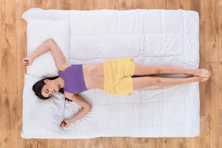 Как приучить себя спать на спине: советы специалиста