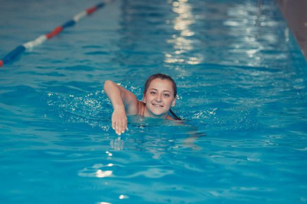 Плавание в бассейне: польза и где взять справку.