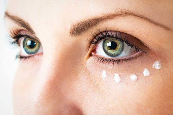 Как осветлить кожу вокруг глаз, убрать отечность и темные круги.