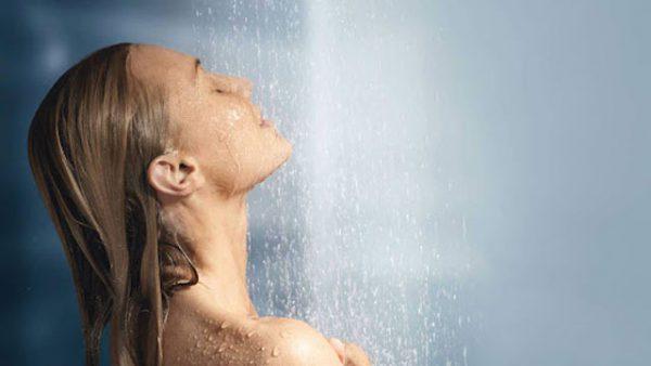 Контрастный душ: польза и вред, правила процедуры.