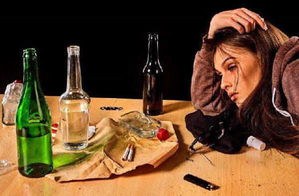 Женский алкоголизм ‒ болезнь 21 века. Излечима ли она?