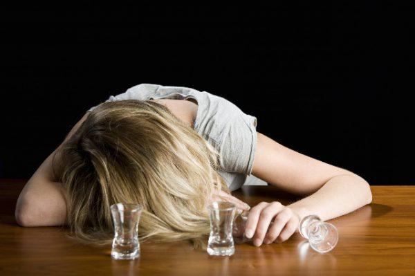 Женский алкоголизм: как вывести из запоя.